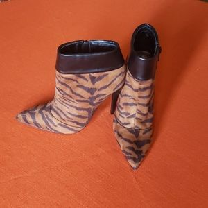 Shoe dazzle animal print booties